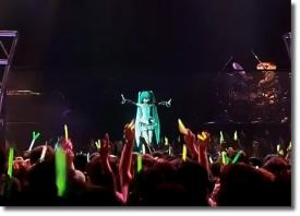 Выступление 3D вокалоида Мику Хатсуне