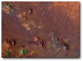 Система глубоких трещин Nili Fossae в районе впадины Isidis в Северном полушарии Марса