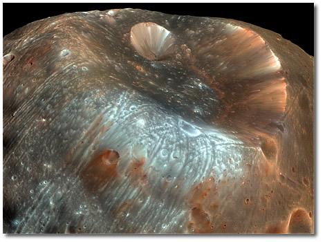 Кратер Стикни на спутнике Марса Фобос.