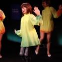 Клип с поющей и танцующей девушкой-роботом штурмует вершины популярности